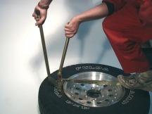 ARB Tyrepliers, nástroj na výměnu pneu